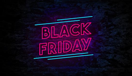Черная Пятница Неоновый Знак На Кирпичной Стене — стоковые фотографии и другие картинки Black Friday