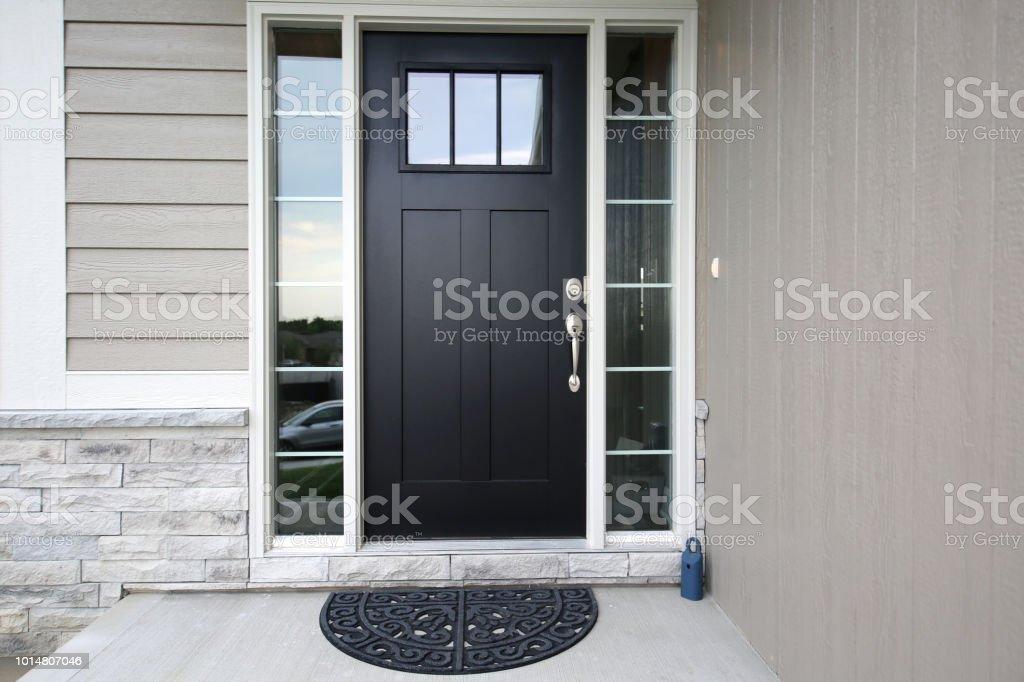 Negro la puerta frontal foto de stock libre de derechos