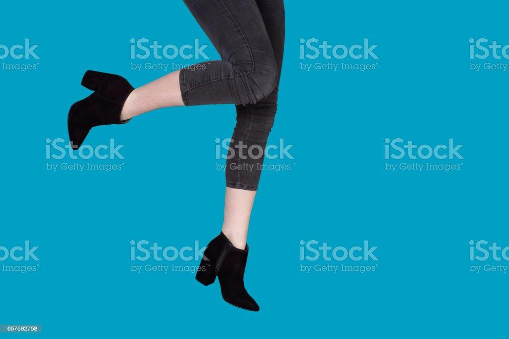 Schwarze high Heels in blauem Hintergrund – Foto