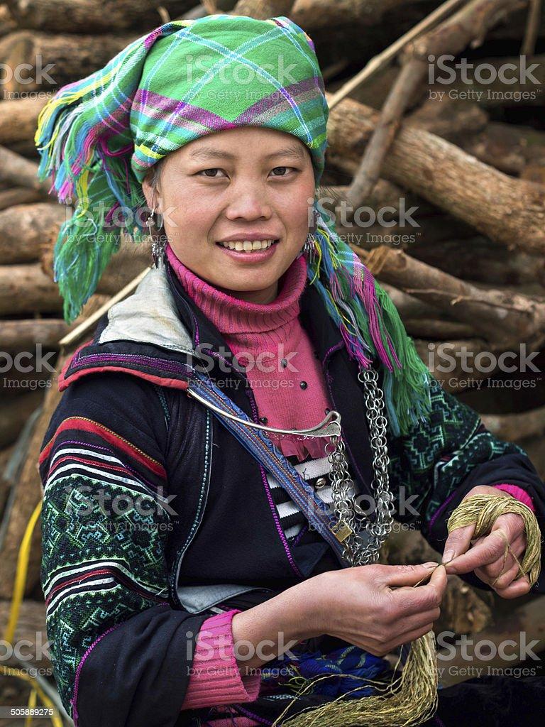 Black Hmong Frau Mit Traditioneller Kleidung Sapa Vietnam Stockfoto Und Mehr Bilder Von Anhohe Istock