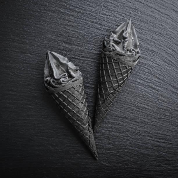 Schwarzes Eis im Kegel – Foto