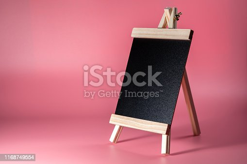 997496254 istock photo Black label chalkboard on the table Pink background. Stand for acrylic tent card Used for Menu Bar and restaurant or put everything into it . mockup 1168749554