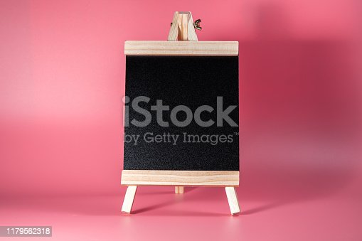 997496254 istock photo Black label chalkboard on the table Pink background. Stand for acrylic tent card Used for Menu Bar and restaurant or put everything into it . mockup 1179562318