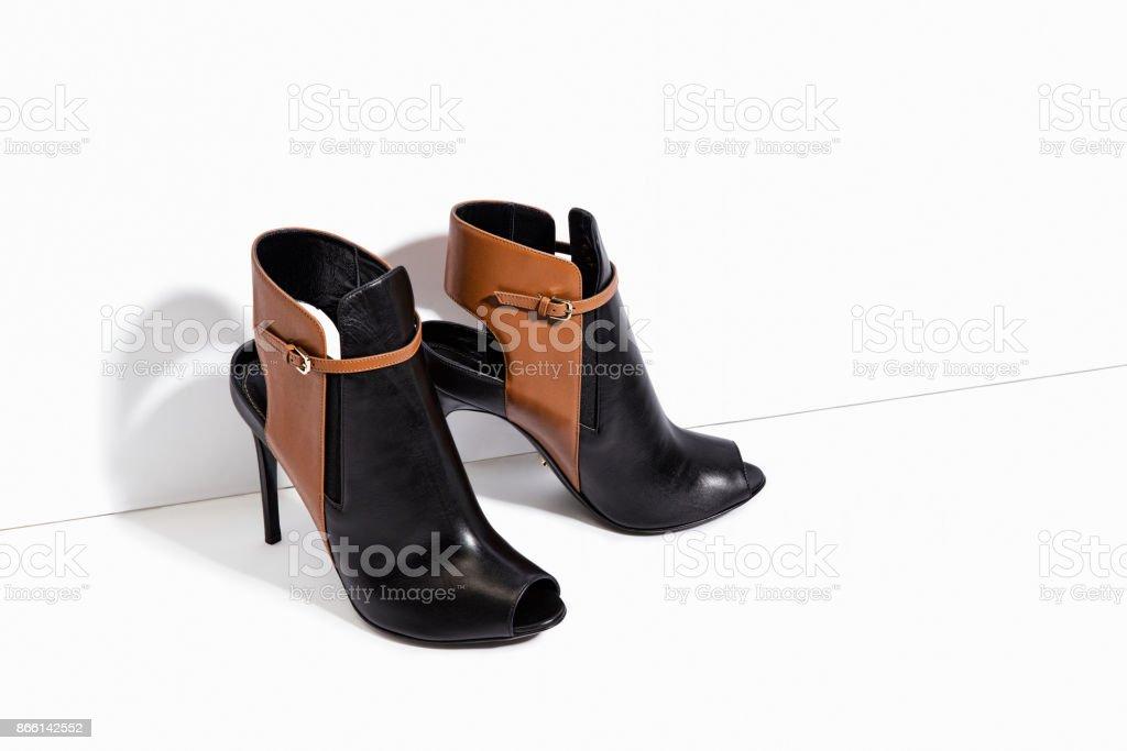 Schwarze High Heel Lederstiefel isoliert auf weißem Hintergrund – Foto