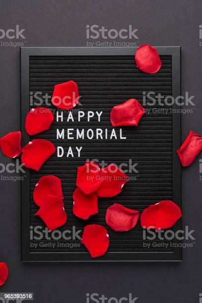 Schwarze Zeichen Mit Weißen Kunststoff Buchstaben Mit Zitat Glücklich Memorial Day Stockfoto und mehr Bilder von Ansicht von oben
