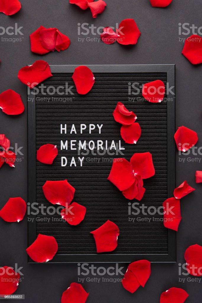 Letterboard noir avec des lettres en plastique blancs avec citation: Happy Day Memorial - Photo de Blog libre de droits
