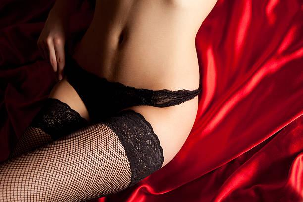 la lingerie en soie rouge noir - sm photos et images de collection