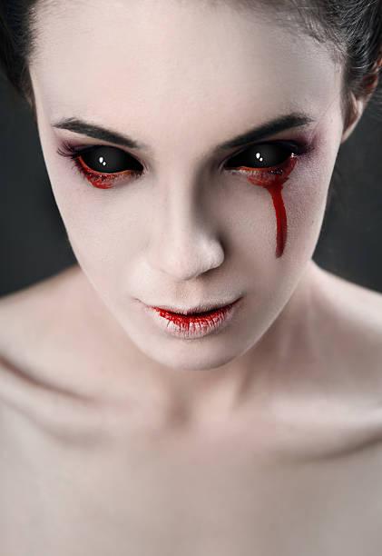 schwarz-look - vampir schminken frau stock-fotos und bilder