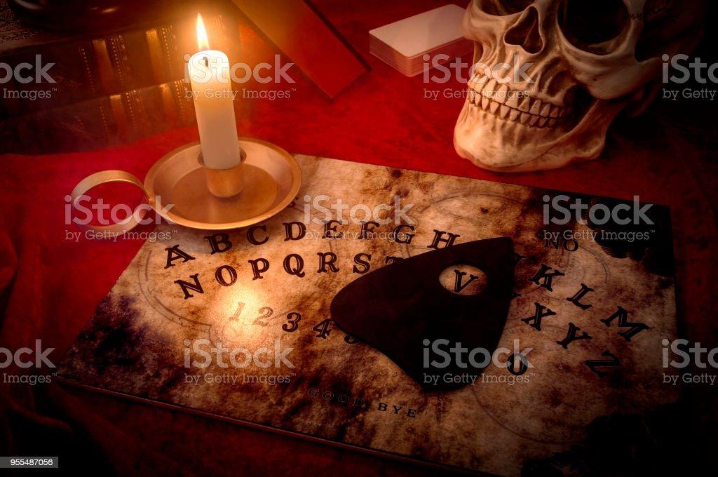 schwarze Magie und Kontakt mit den Toten Konzept – Foto