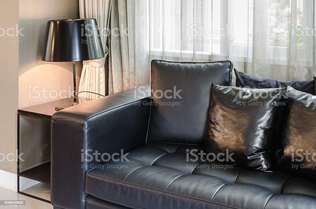 Schwarz Modern Sofa Im Wohnzimmer Wie Zu Hause Fühlen ...
