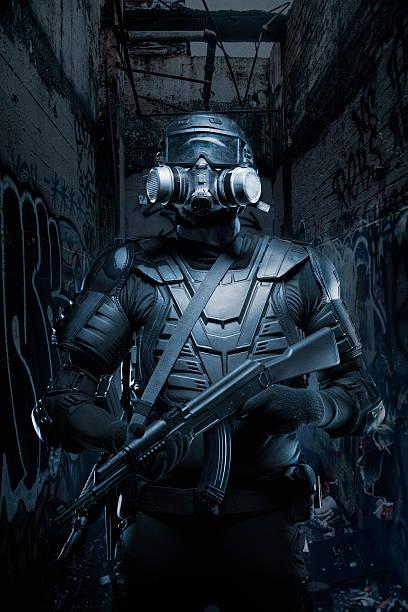 Black Ops Tactical nach der Apokalypse Soldaten AR - 15 AK - 47 – Foto