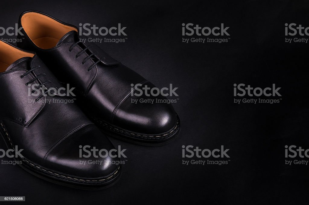 Black oxford shoes on  background. Back view. Copy space. foto stock royalty-free
