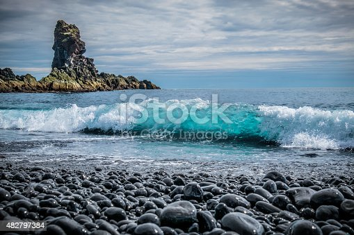 istock Black Pebbles and blue Wave at Djupalonssandur Beach, Snaefellsnes, Iceland 482797384