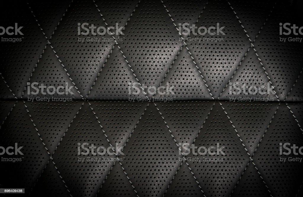 schwarzem perforiertem Lederdetails – Foto