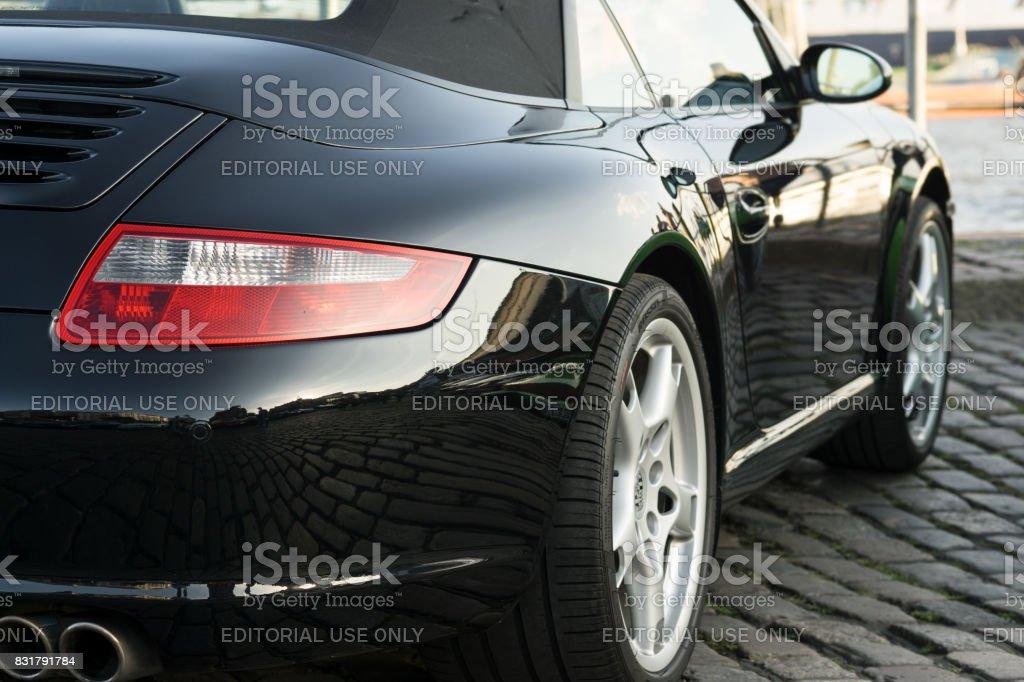 Porsche 911 de preto estacionado durante o evento com Magnus Walker sobre o Hamburgo do mercado de peixe - foto de acervo