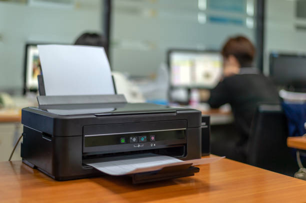 black printer in office with soft-focus and over light in the background – zdjęcie