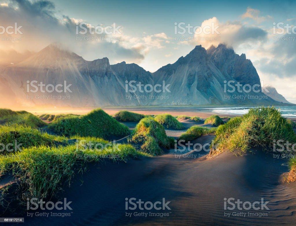 Schwarzen Sanddünen auf der Landzunge Stokknes – Foto