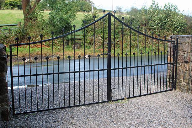 Schwarz Sicherheit gates Schutz der Hotelanlage – Foto