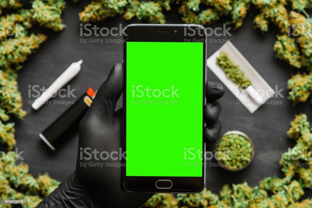 Black smartphone with green screen for chromakey and key ring. Weed, Grinder, lighter, joint A lot of marijuana, fresh buds of cannabis many weed. Copy spase Copy-space Top view - Royalty-free Botão - Estágio de flora Foto de stock