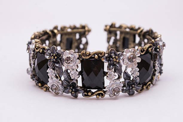 armband mit schwarzem stein schmuck. - armband vintage stock-fotos und bilder