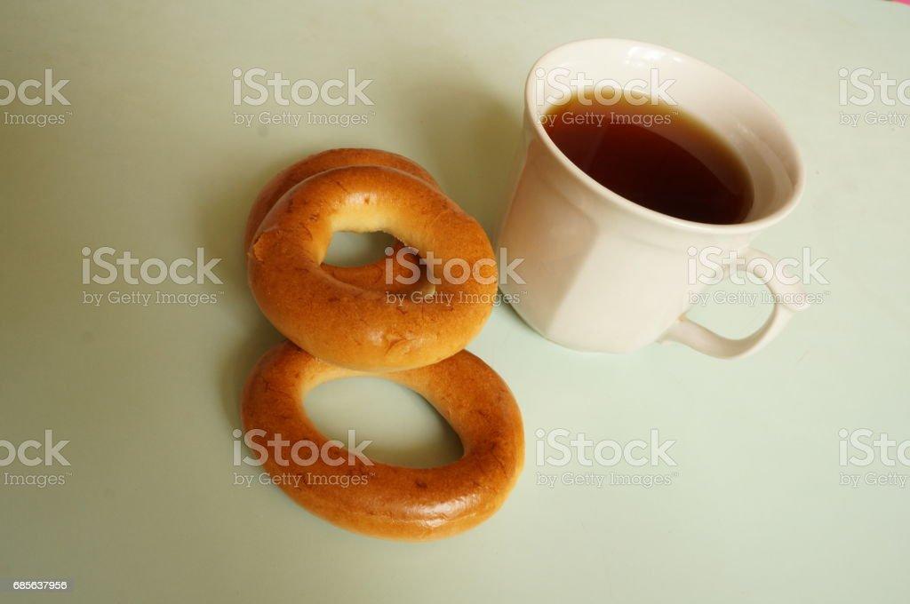 Black tea with bagels for breakfast Lizenzfreies stock-foto