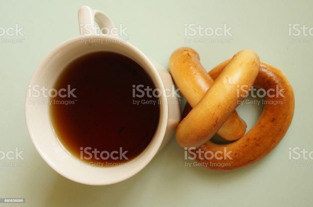 Black tea with bagels for breakfast foto de stock royalty-free