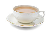 ブラックティーにミルクの陶器のカップ。