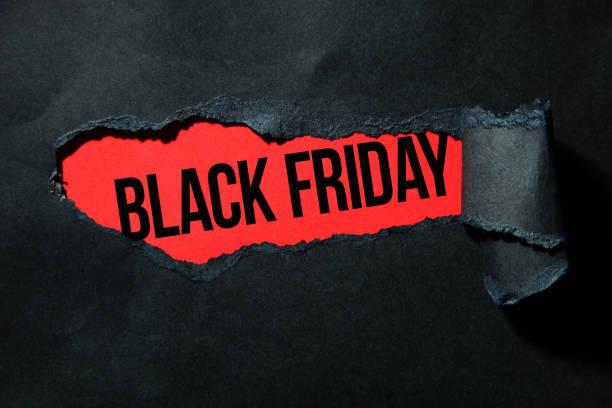 papier déchiré noir et l'inscription - black friday photos et images de collection