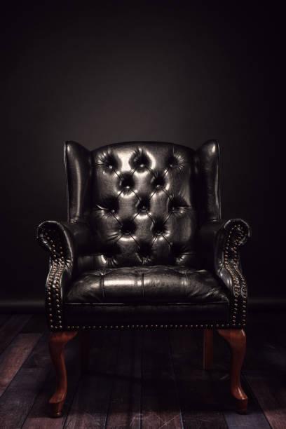 schwarze vintage-ledersessel - ledersessel braun stock-fotos und bilder