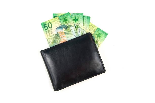 zwarte portemonnee met zwitserse franken op witte achtergrond - franken stockfoto's en -beelden