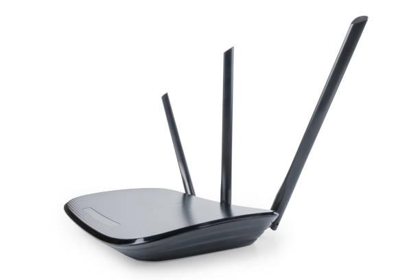 zwarte wifi-router in groothoek perspectief geïsoleerd met clipping path - router stockfoto's en -beelden