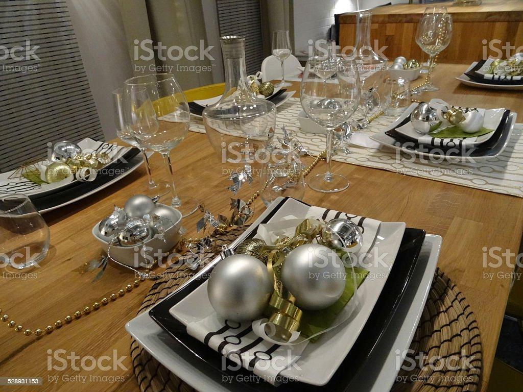 black and white christmas table setting crockery plates napkins decorations