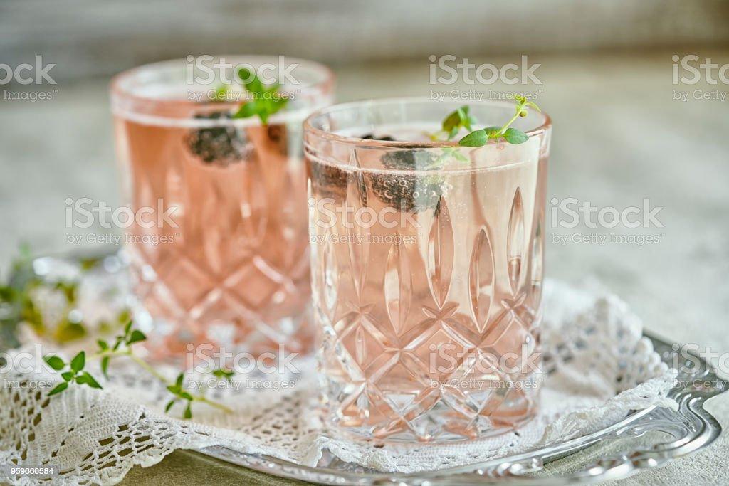 Tomillo de BlackBerry de champán - Foto de stock de Alcohol libre de derechos
