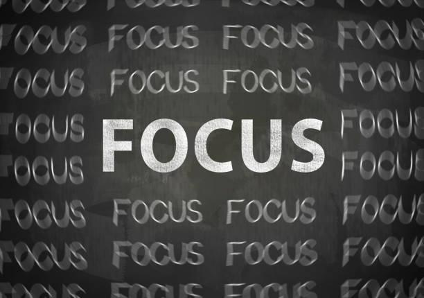 focus / concept de tableau noir (cliquez pour en savoir plus) - détermination intérieure photos et images de collection