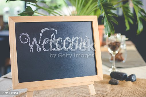 istock Blackboard sign with welcome message in coffee shop 872693954