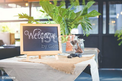 istock Blackboard sign with welcome message in coffee shop 872693956