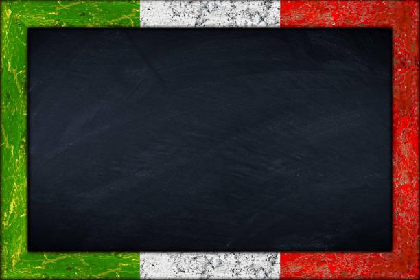 tafel mit italienischer flagge rahmen - italienische speisekarte stock-fotos und bilder