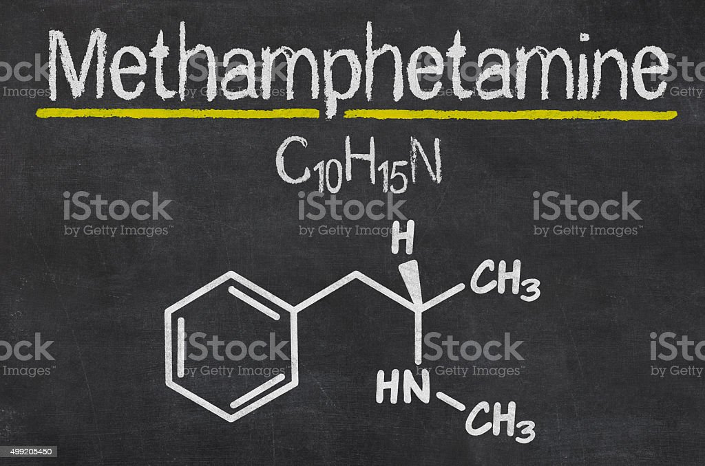 Pizarra con la fórmula química de metanfetamina - foto de stock