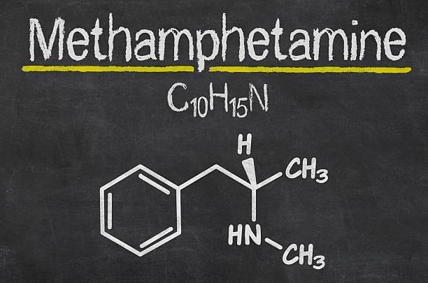 blackboard with the chemical formula of methamphetamine - amfetamine stockfoto's en -beelden