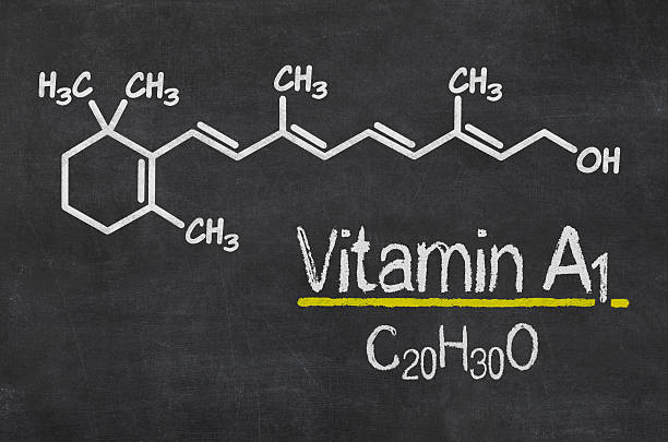 pizarra con la fórmula química de vitamina a1 - vitamina a fotografías e imágenes de stock