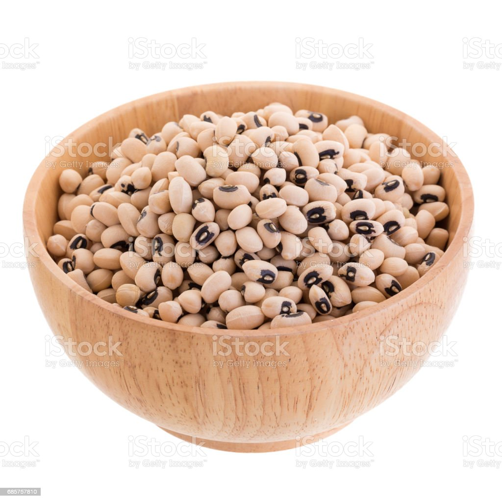 Black-eyed peas in a wooden bowl isolated on a white background foto stock royalty-free