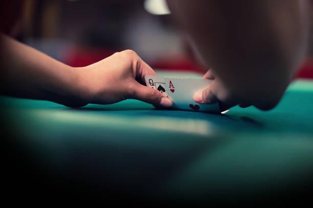 blackjack kort kombination av ess och drottning - black jack bildbanksfoton och bilder