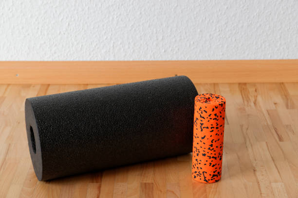 blackroll - fascia training - blackroll übungen stock-fotos und bilder