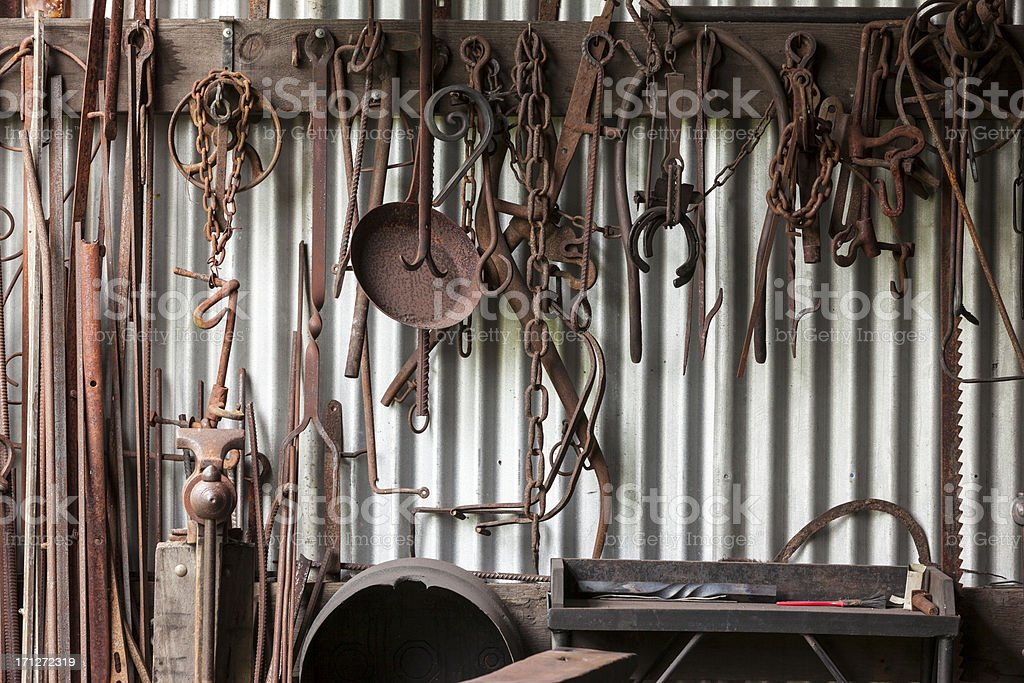 Herrero tienda de herramientas - foto de stock