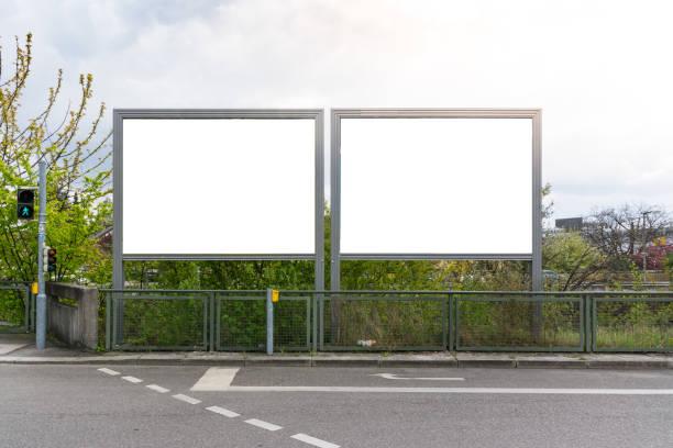 Städtischen öffentlichen White Blank Werbung Zeichen Stadt isoliert Beschneidungspfad – Foto
