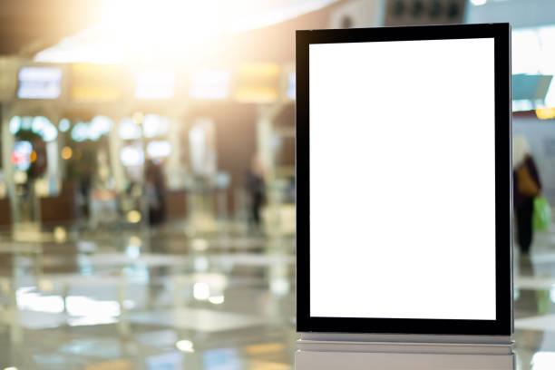 leere werbeplakbelboard am flughafen - plakatieren stock-fotos und bilder