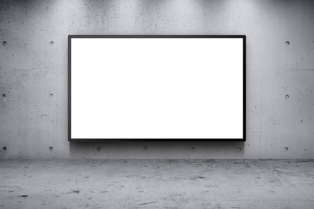 空白の広告看板 led パネル コンクリート壁の建物の通りの沿道の背景 - 看板 ストックフォトと画像