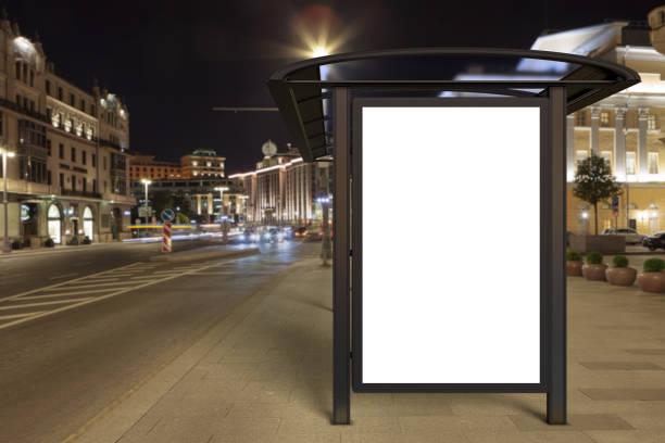 lege reclame billboard op bus stop - bushalte stockfoto's en -beelden