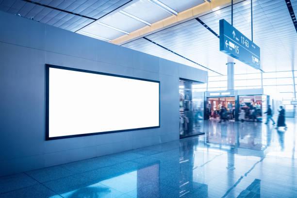 Leere Werbewündebox im Flughafen-Terminal – Foto