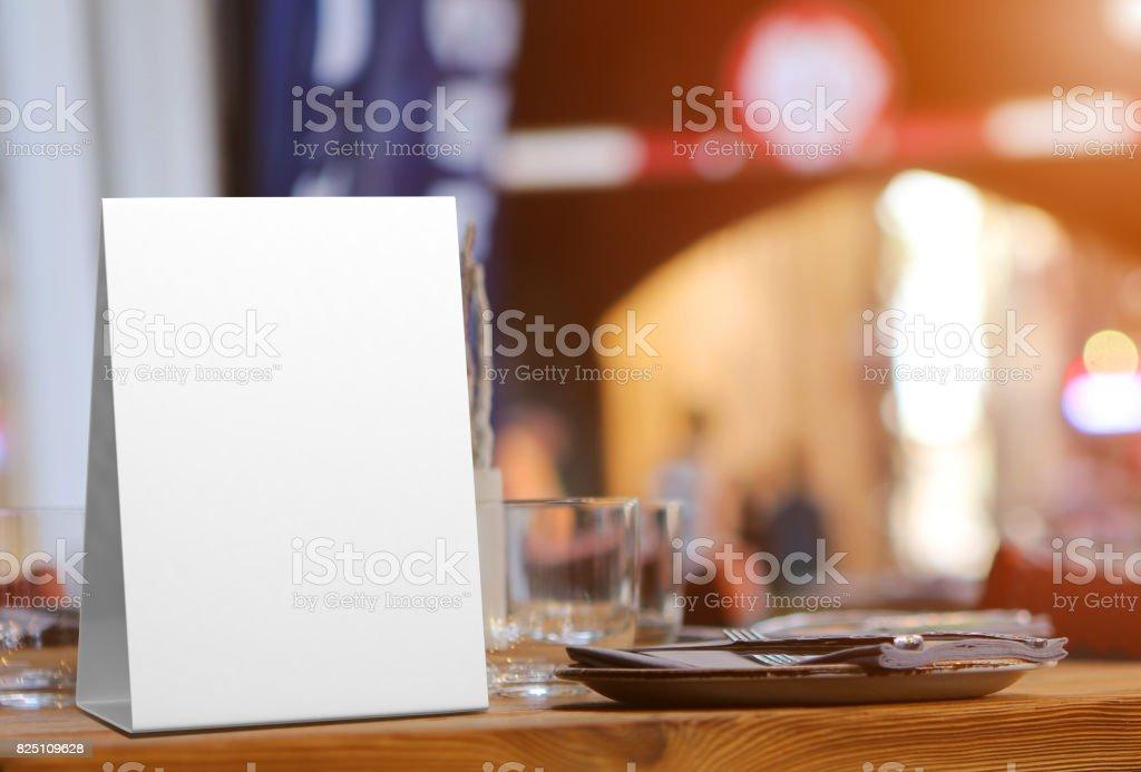 En blanco y blanco promocional habladores de mesa y tienda de mesa 3d Mock procesamiento - Foto de stock de Acontecimiento libre de derechos